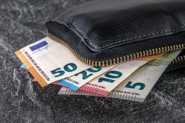 FP i FGŚP, zostały powołane w celu zapobiegania i łagodzenia skutków bezrobocia, oraz zapewnienia bezpieczeństwa finansowego pracownikom. Składki na nie są obowiązkowe, ale dopiero wtedy, kiedy spełniamy określone warunki, które nieco różnią się w przypadku obu funduszy. Czy obejmują nas przywileje, jakie finansują fundusz pracy i fgśp kiedy nie płacimy składek na nie składek?