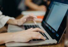 Jak ponumerować strony w pracy licencjackiej?